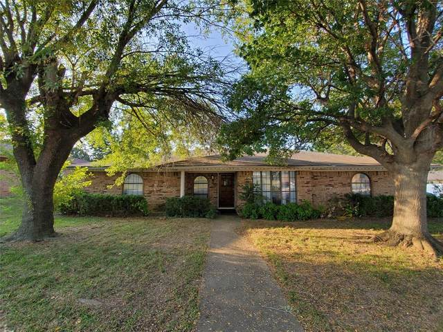 2106 Overbrook Drive, Arlington, TX 76014 (MLS #14448300) :: The Mauelshagen Group
