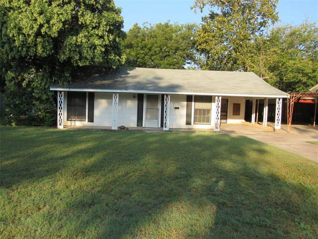 203 S Williams Drive, Comanche, TX 76442 (#14449007) :: Homes By Lainie Real Estate Group