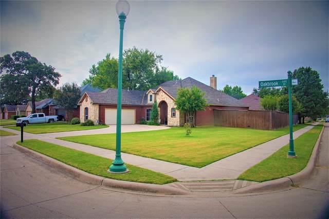 500 Oakbrook Drive, Burleson, TX 76028 (MLS #14449163) :: The Mauelshagen Group
