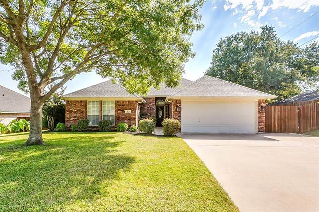 952 Springhill Drive, Burleson, TX 76028 (MLS #14449471) :: Keller Williams Realty