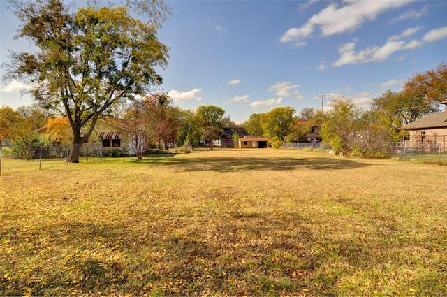 303 Travis Street, Roanoke, TX 76262 (MLS #14449565) :: Premier Properties Group of Keller Williams Realty
