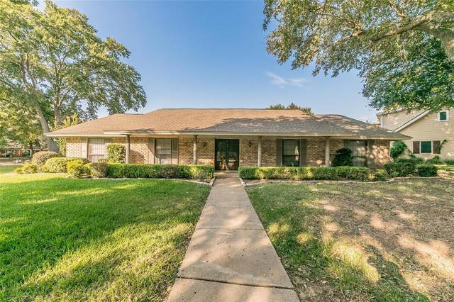 1718 Briardale Court, Arlington, TX 76013 (MLS #14449903) :: Trinity Premier Properties