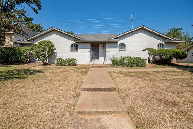 2903 Lakeshore Court, Arlington, TX 76013 (MLS #14452167) :: Keller Williams Realty