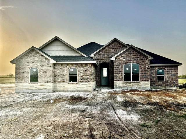 2090 County Road 1104, Cleburne, TX 76031 (#14452377) :: Homes By Lainie Real Estate Group