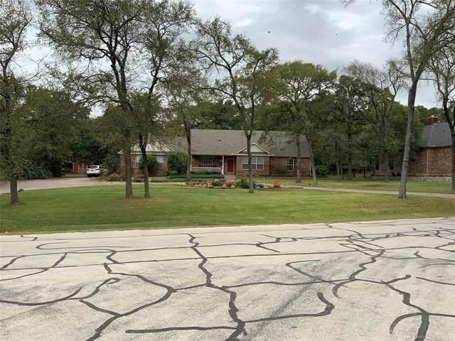 105 Houston Drive, Lake Kiowa, TX 76240 (MLS #14452749) :: The Kimberly Davis Group