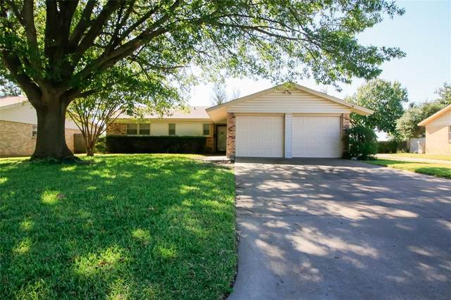 148 SE Gardens Boulevard, Burleson, TX 76028 (MLS #14453809) :: The Mauelshagen Group
