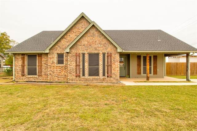 306 S Hughes Street, Rio Vista, TX 76093 (#14455775) :: Homes By Lainie Real Estate Group