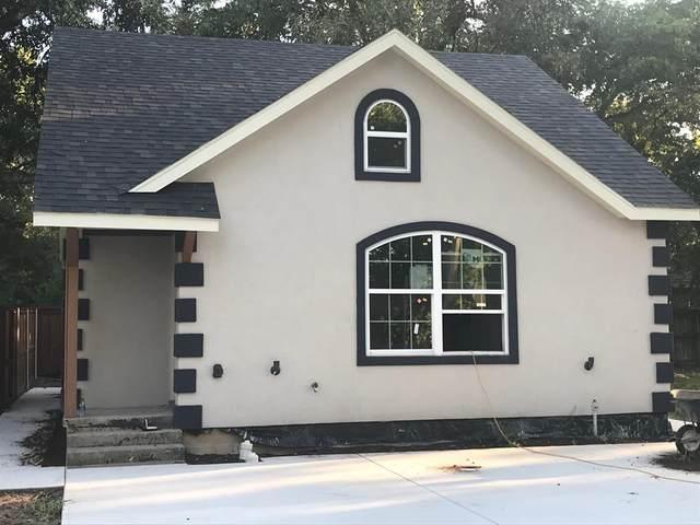111 E Division Street, Pilot Point, TX 76258 (MLS #14456129) :: The Hornburg Real Estate Group