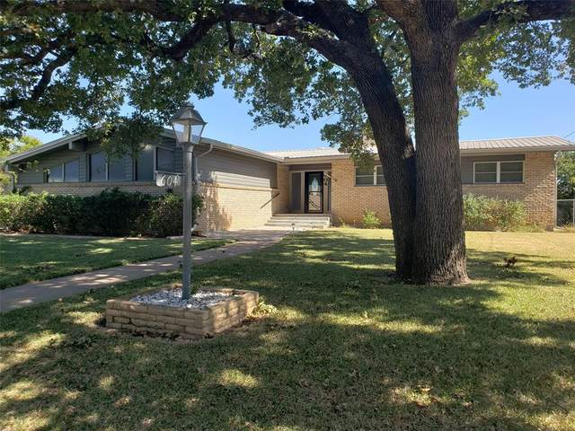 604 NW 7th Avenue NW, Mineral Wells, TX 76067 (MLS #14456154) :: The Kimberly Davis Group