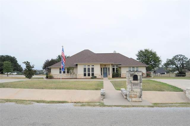 2100 W Emerald Bend Court, Granbury, TX 76049 (MLS #14456650) :: Robbins Real Estate Group
