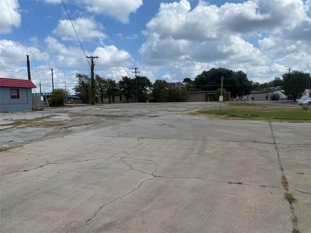 1801 E Loop 820, Fort Worth, TX 76112 (MLS #14457076) :: Justin Bassett Realty