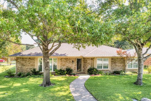 920 Westwood Drive, Plano, TX 75075 (MLS #14458078) :: The Kimberly Davis Group