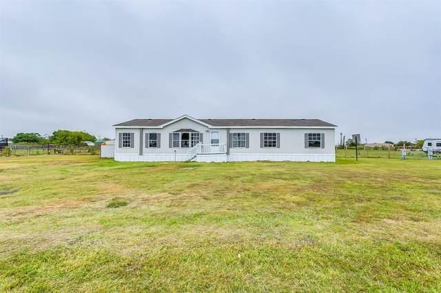 3320 Chinaberry Lane, Joshua, TX 76058 (MLS #14458102) :: The Hornburg Real Estate Group