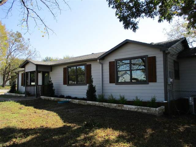 211 W Sam Rayburn Road, Ector, TX 75439 (#14458995) :: Homes By Lainie Real Estate Group