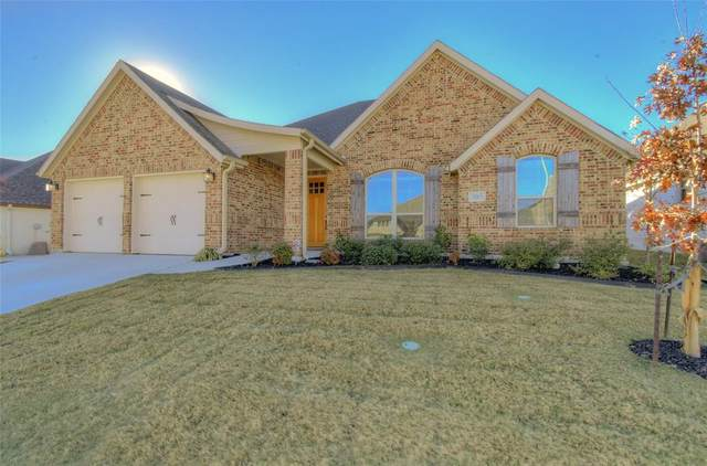 305 Bluffside Trail, Benbrook, TX 76126 (MLS #14459422) :: Real Estate By Design