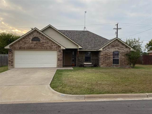 607 39th Avenue NE, Mineral Wells, TX 76067 (MLS #14460143) :: Maegan Brest | Keller Williams Realty