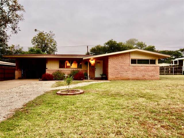 1319 N Rolling Hills Drive, Graham, TX 76450 (MLS #14460640) :: The Kimberly Davis Group