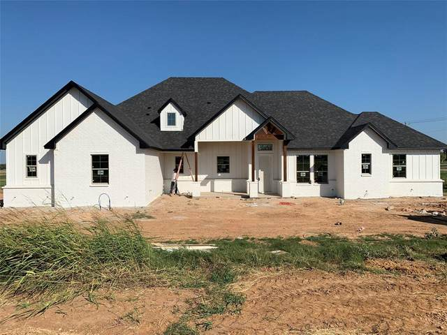 1000 Magnolia Court, Springtown, TX 76082 (#14461917) :: Homes By Lainie Real Estate Group