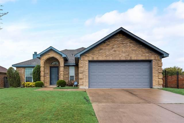 1811 Faithful Trail, Arlington, TX 76018 (#14461947) :: Homes By Lainie Real Estate Group