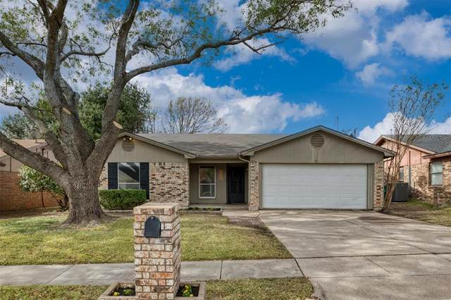 7617 Meadowlark Lane N, Watauga, TX 76148 (MLS #14463918) :: Keller Williams Realty