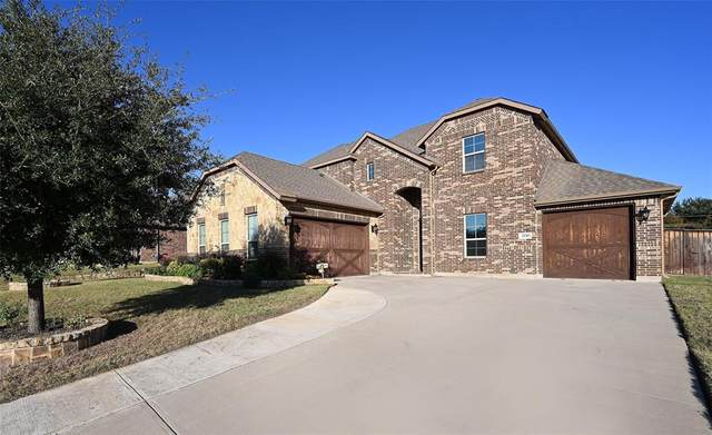 2226 Clarebrooke Drive, Grand Prairie, TX 75050 (MLS #14465875) :: Real Estate By Design