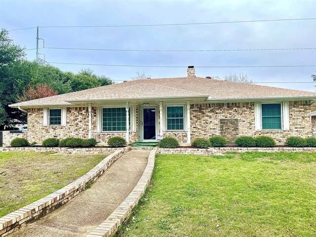 321 Lisa Lane, Desoto, TX 75115 (MLS #14473849) :: RE/MAX Pinnacle Group REALTORS