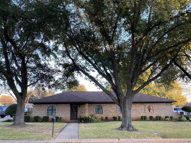 1213 Surry Place Drive, Cleburne, TX 76033 (MLS #14474510) :: The Mauelshagen Group