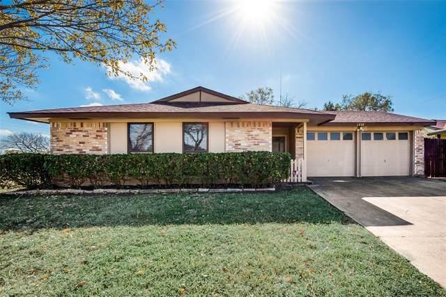 1337 S San Saba Street, Grand Prairie, TX 75052 (MLS #14475232) :: Potts Realty Group