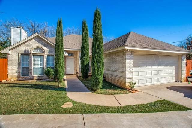 302 N Holloway Street, Cleburne, TX 76033 (MLS #14476028) :: Premier Properties Group of Keller Williams Realty