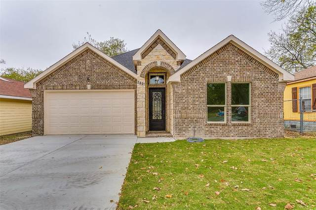 2821 S Jones, Fort Worth, TX 76104 (#14476213) :: Homes By Lainie Real Estate Group
