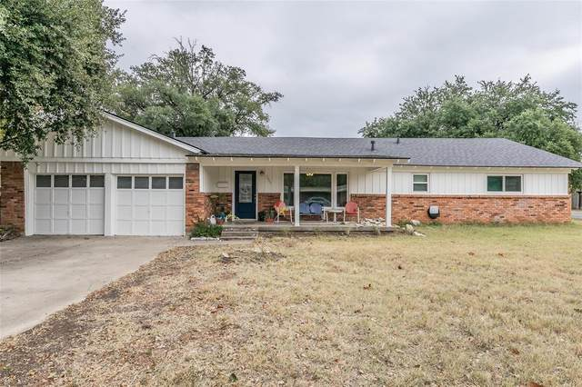 3900 London Lane, Richland Hills, TX 76118 (#14476492) :: Homes By Lainie Real Estate Group