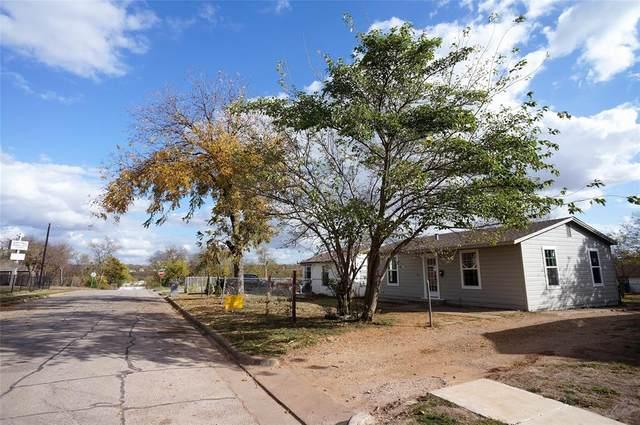 1736 E Davis Avenue, Fort Worth, TX 76104 (MLS #14476856) :: NewHomePrograms.com LLC