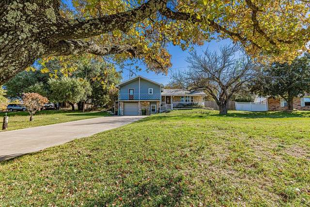 1815 Hunters Court, Granbury, TX 76048 (MLS #14477137) :: The Kimberly Davis Group