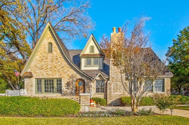 2215 Forest Park Boulevard, Fort Worth, TX 76110 (#14477344) :: Homes By Lainie Real Estate Group
