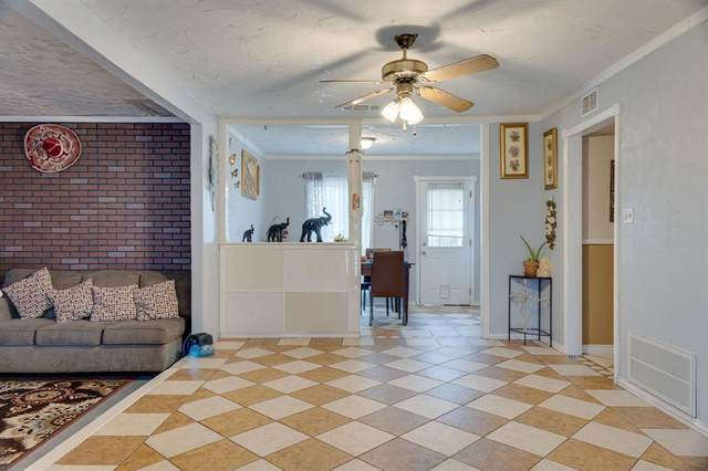 901 E Lovers Lane, Arlington, TX 76010 (MLS #14477718) :: Robbins Real Estate Group
