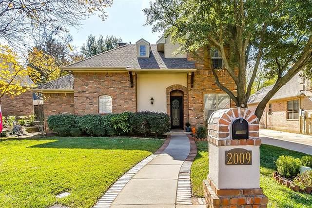 2009 Tremont Circle, Denton, TX 76205 (MLS #14477804) :: Real Estate By Design