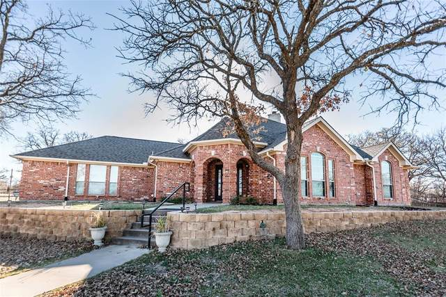 131 Nocona Drive, Nocona, TX 76255 (MLS #14478757) :: Frankie Arthur Real Estate