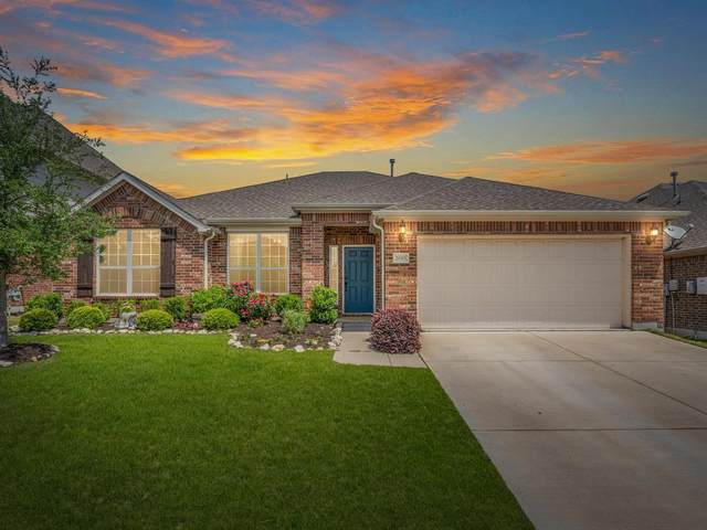2045 Speckle Drive, Fort Worth, TX 76131 (MLS #14479000) :: The Kimberly Davis Group
