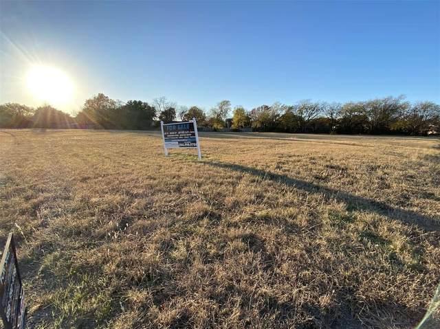 5217 Holiday Lane, North Richland Hills, TX 76180 (MLS #14479127) :: The Kimberly Davis Group