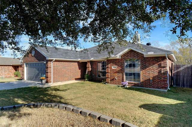 1121 N Rhea Drive, White Settlement, TX 76108 (#14480255) :: Homes By Lainie Real Estate Group