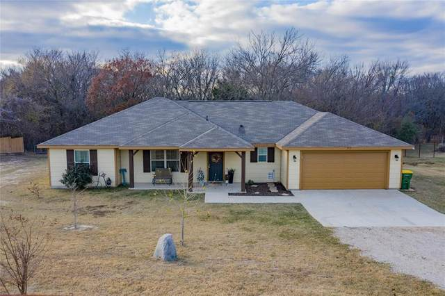 172 Valley Lake Lane, Springtown, TX 76082 (MLS #14480508) :: The Mauelshagen Group