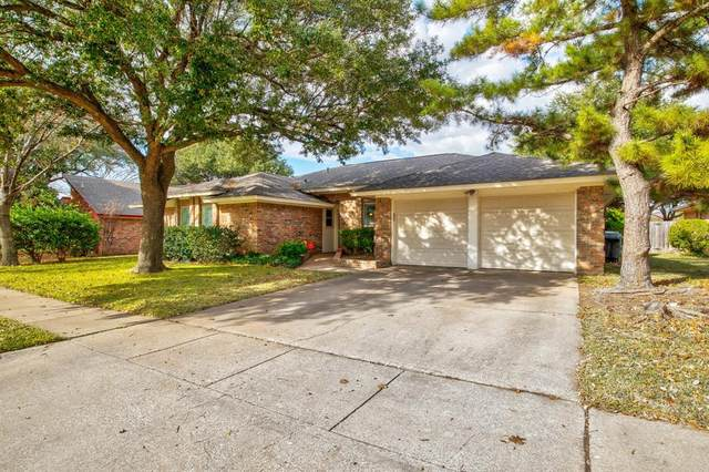 1121 Woodvale Drive, Bedford, TX 76021 (MLS #14480667) :: Real Estate By Design