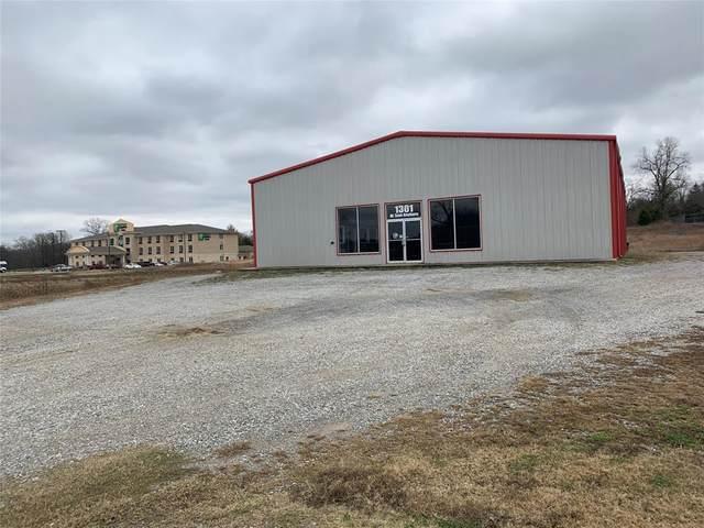 1301 W Sam Rayburn Drive, Bonham, TX 75418 (MLS #14482328) :: The Kimberly Davis Group