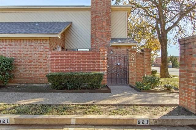 921 Cedarland Boulevard, Arlington, TX 76011 (MLS #14484228) :: Front Real Estate Co.