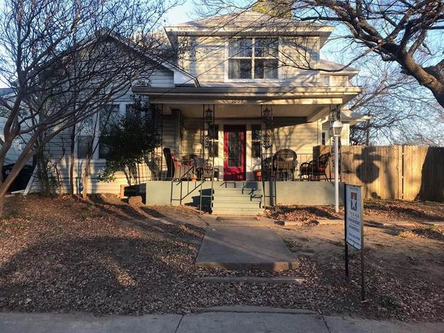 1002 Bolivar Street, Denton, TX 76201 (MLS #14489731) :: The Mauelshagen Group