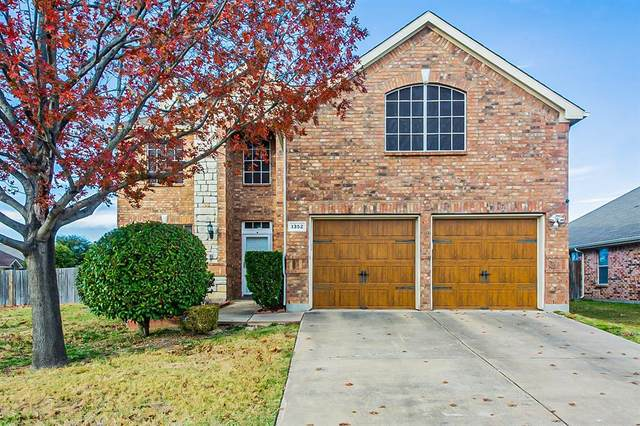 1352 Lake Forest Drive, Grand Prairie, TX 75052 (MLS #14490597) :: HergGroup Dallas-Fort Worth