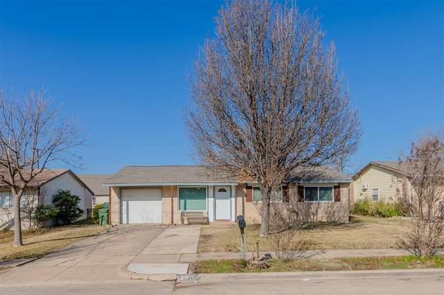 907 Glynn Oaks Drive, Arlington, TX 76010 (MLS #14497373) :: The Mauelshagen Group