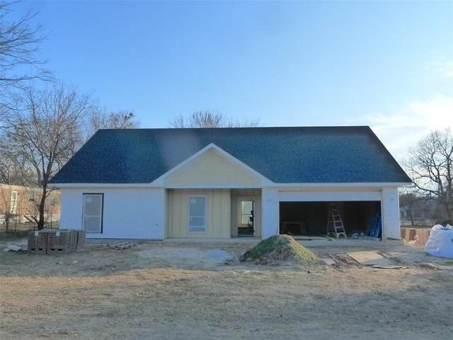 219 Pecan, Alvord, TX 76225 (MLS #14498564) :: The Juli Black Team