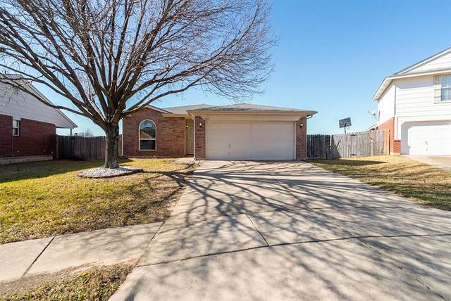 3229 Spring Crest Court, Fort Worth, TX 76053 (MLS #14501973) :: The Kimberly Davis Group