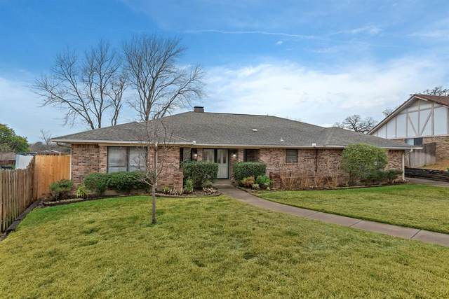 1020 Clear View Drive, Bedford, TX 76021 (MLS #14502854) :: The Good Home Team